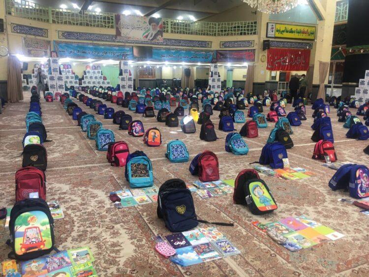 به مناسبت هفته وحدت؛ ۲هزار و ۵۰۰ بسته تحصیلی به دانش آموزان نیازمند خوزستان اهدا شد
